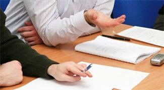 Ti offrono un lavoro che ti impedirebbe di continuare gli studi, che fai?